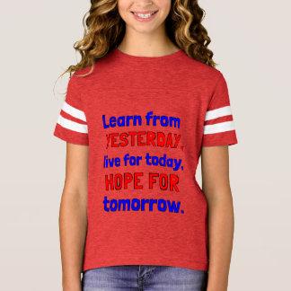"""""""Aprenda camisa de esportes das meninas de ontem"""""""