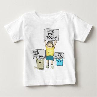 Aprenda de ontem, vivo para hoje, esperança para o camiseta para bebê