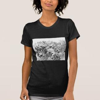 Arbusto selvagem e distorcido do deserto tshirts