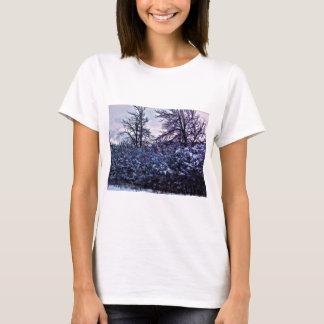 Arbustos escuros no inverno camiseta