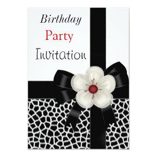 Arco branco do preto da festa de aniversário do convites personalizado