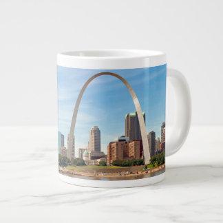 Arco de St Louis e caneca enormes da skyline