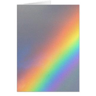 arco-íris amarelo roxo do vermelho azul cartão comemorativo
