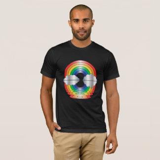 Arco-íris e camisa da reflexão LGBT das nuvens