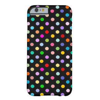 Arco-íris & teste padrão de bolinhas preto capa barely there para iPhone 6