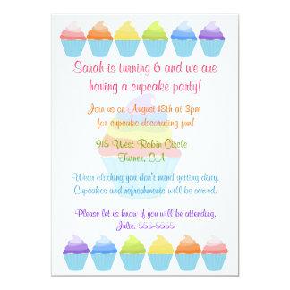 Arcos-íris do convite dos cupcakes