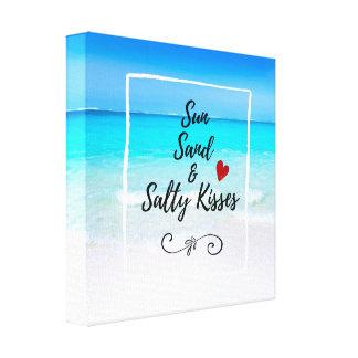 Areia de Sun e praia tropical dos beijos salgados