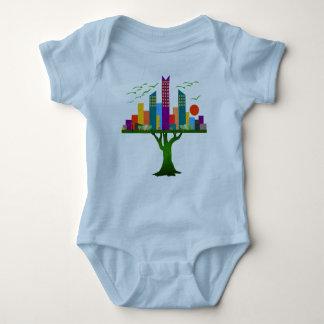 Arquitetura colorida da cidade da árvore body para bebê
