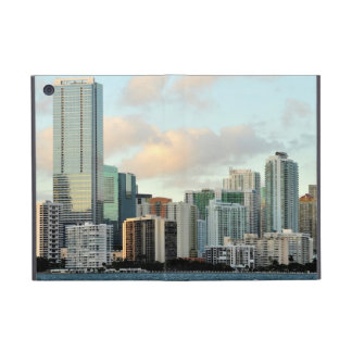 Arranha-céus de Miami contra o céu claro largo Capa iPad Mini
