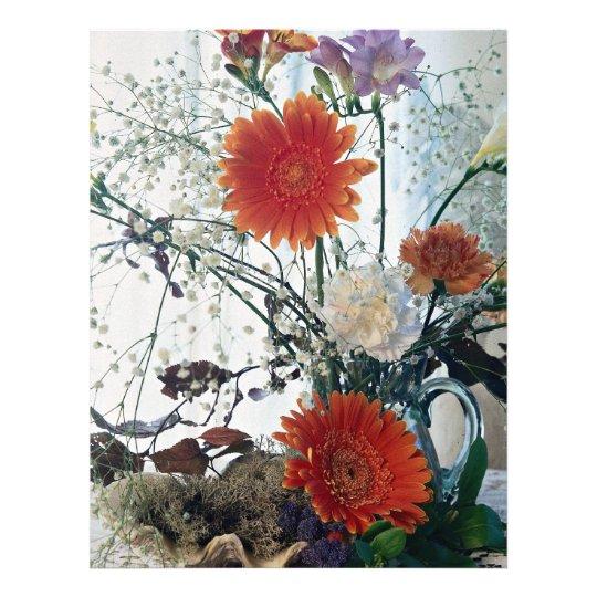 Arranjo floral no vaso de vidro flyer