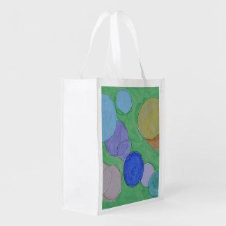 Arte por crianças, pintura da aguarela, círculos, sacolas reusáveis
