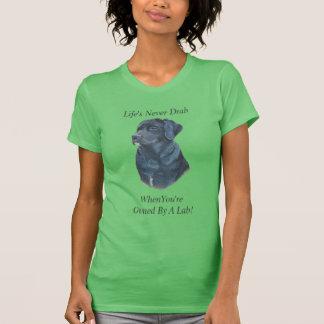 arte preta do realista do retrato do cão de camiseta