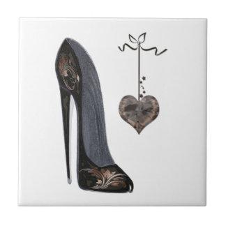 Arte preta dos calçados e do coração do estilete azulejos de cerâmica