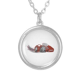 Arte vermelha do carro de esportes dos desenhos an colar banhado a prata