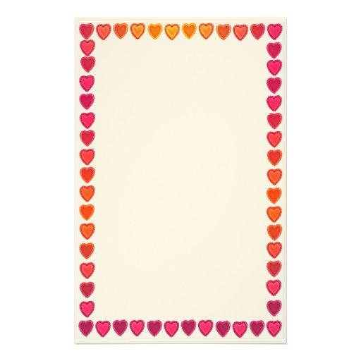 Artigos de papelaria alegres dos corações