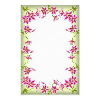 Artigos de papelaria cor-de-rosa do jardim do líri