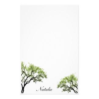 Artigos de papelaria das árvores do primavera