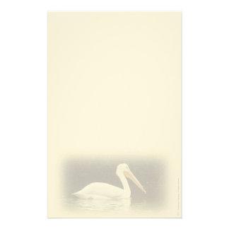 Artigos de papelaria pessoais do pelicano branco