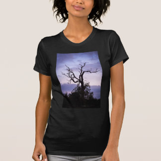 Árvore crepuscular camisetas
