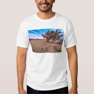 Árvore de Joshua do Mojave T-shirts