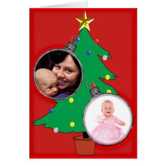 Árvore de Natal com dois quadros da foto do Cartão Comemorativo