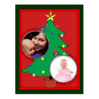 Árvore de Natal com dois quadros da foto do Cartão Postal