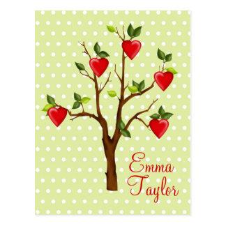 Árvore do amor com corações cartao postal