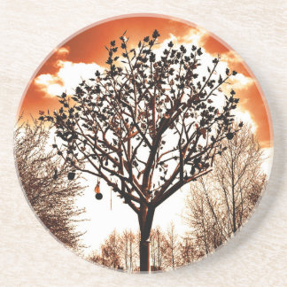 árvore do metal no matiz da laranja do campo porta-copos de arenito