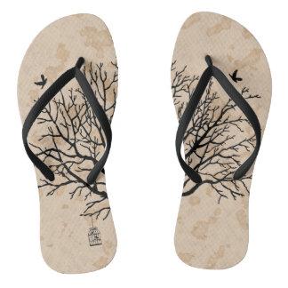 Árvore preta desencapada do vintage chinelos