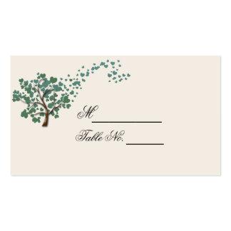 Árvore verde do coração no cartão do lugar do cartão de visita