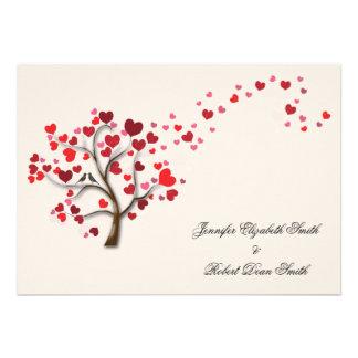 Árvore vermelha do coração no casamento do marfim