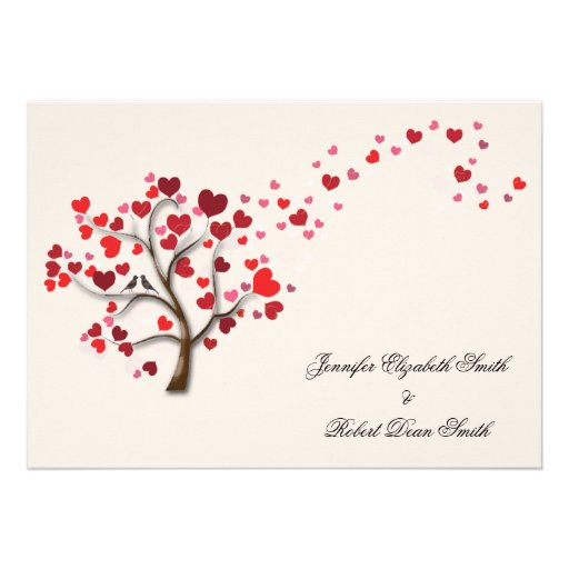 Árvore vermelha do coração no casamento do marfim convite personalizado