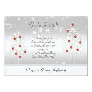 Árvores brancas do Xmas do vermelho no cartão de Convites Personalizado