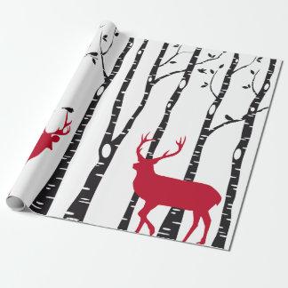 Árvores de vidoeiro com os cervos e os pássaros papel de presente