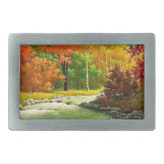Árvores do outono pelo rio