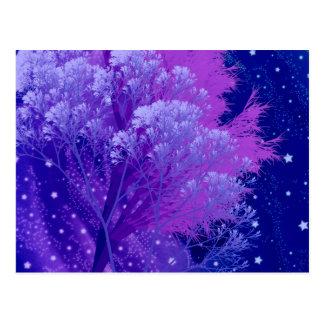 árvores loucas azuis cartão postal