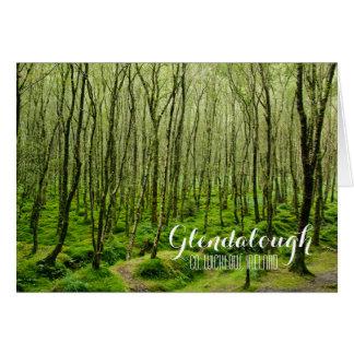 Árvores Mossy em Glendalough Cartão