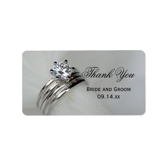 As alianças de casamento agradecem-lhe favorecer o etiqueta de endereço