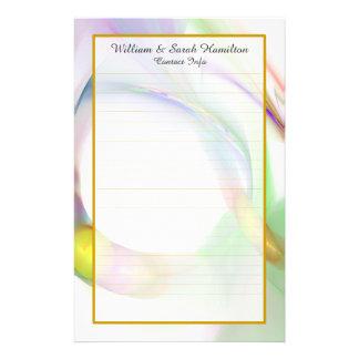 As alianças de casamento coloridas do monograma papelaria