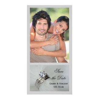 As alianças de casamento salvar o anúncio da data cartão com foto