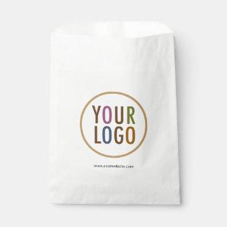 As bolsas brancas do favor com o logotipo feito sacolinha