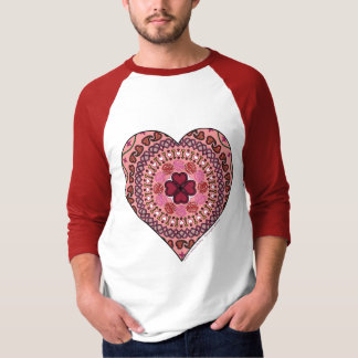 As camadas da camisa leve dos homens do coração