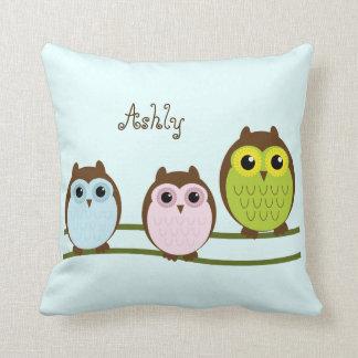 As corujas bonitos dos desenhos animados travesseiro