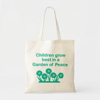 As crianças crescem as melhores em um jardim da bolsa tote
