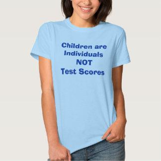 As crianças são pontuações dos indivíduos NÃO T-shirts