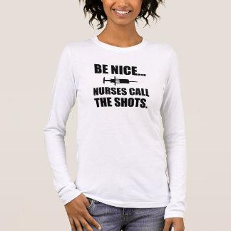 As enfermeiras chamam os tiros camiseta manga longa