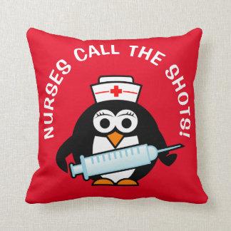 As enfermeiras chamam os tiros travesseiro