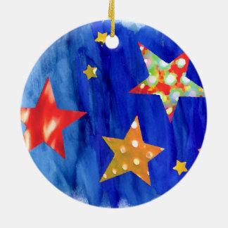 As estrelas nos enfeites de natal brilhantes do