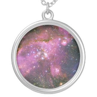 As estrelas novas Sculpt a nuvem de Magellanic Colar Com Pendente Redondo