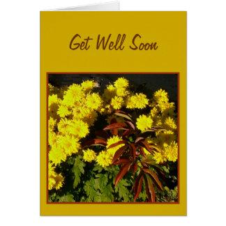 As flores amarelas bonito obtêm logo o cartão bom